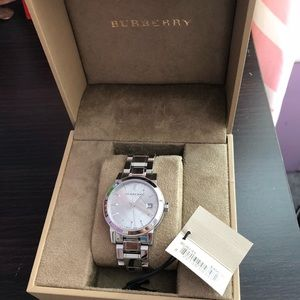 BURBERRY SILVER WACHT WOMEN ——BRAND NEW FOR SALE